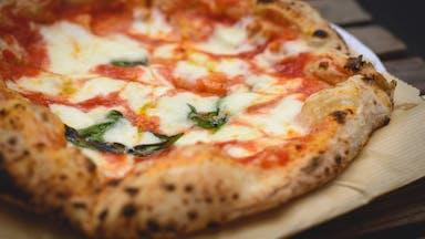 Tomato-flavoured pizza