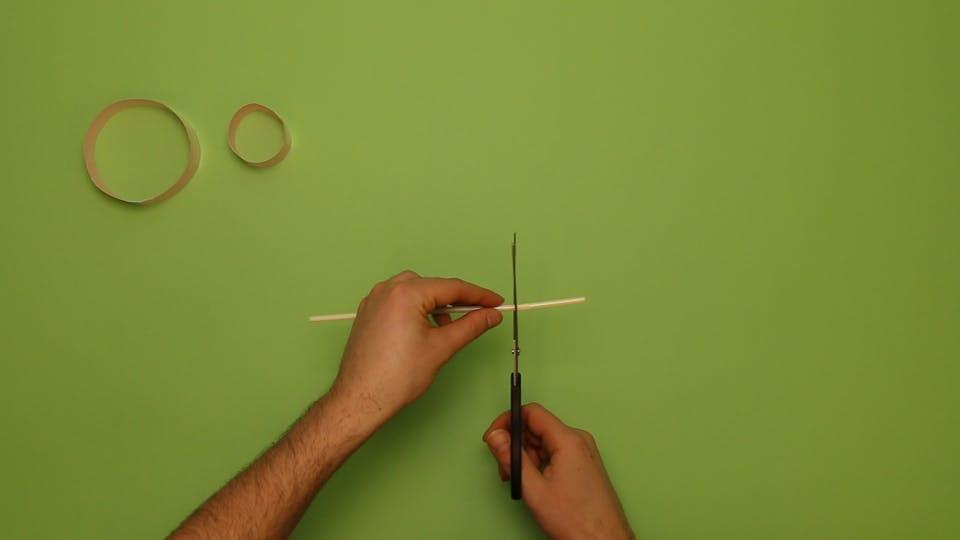 Trim the straw with scissors